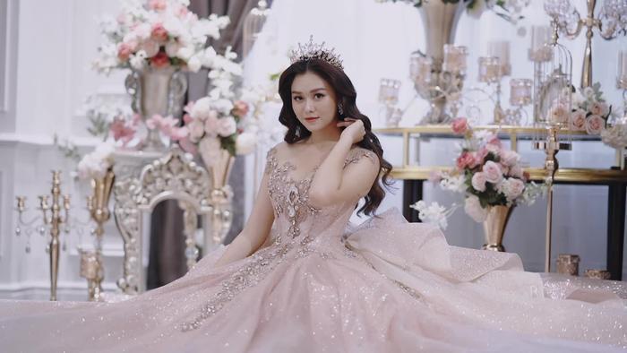 Á hậu Tường San xác nhận kết hôn ở tuổi 20 với bạn trai lớn hơn 9 tuổi vào cuối tháng 11 Ảnh 1