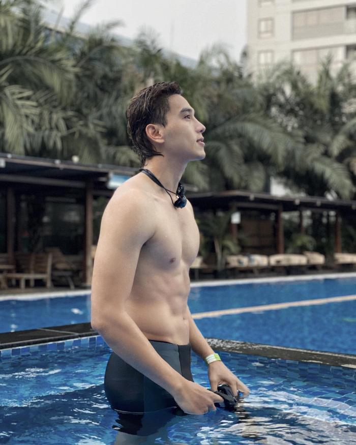 'Nam thần số hưởng' Thuận Nguyễn: Vừa đóng phim đã cặp kè cùng loạt mỹ nhân đình đám Vbiz Ảnh 6