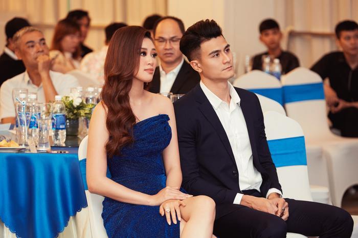 Soi khung hình 'cực phẩm' của Vĩnh Thụy và Hoa hậu Khánh Vân: Chàng lịch lãm, nàng gợi cảm 'hết nấc' Ảnh 11