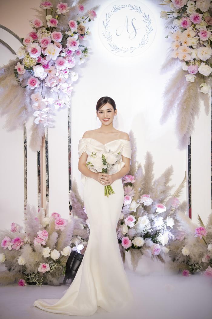Á hậu Tường San thay 3 chiếc váy cưới tinh tế, fan chờ đám cưới của Phương Nga - Thúy An Ảnh 5