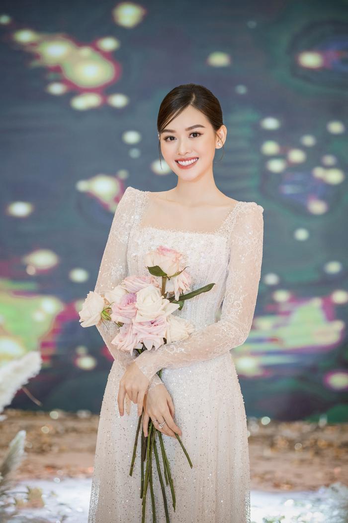 Á hậu Tường San thay 3 chiếc váy cưới tinh tế, fan chờ đám cưới của Phương Nga - Thúy An Ảnh 8