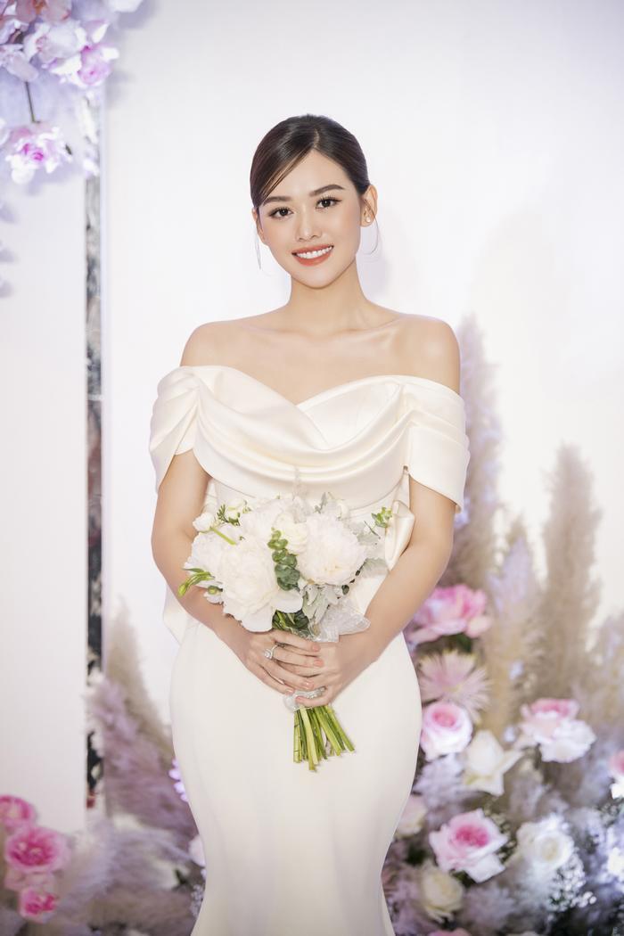 Á hậu Tường San thay 3 chiếc váy cưới tinh tế, fan chờ đám cưới của Phương Nga - Thúy An Ảnh 3