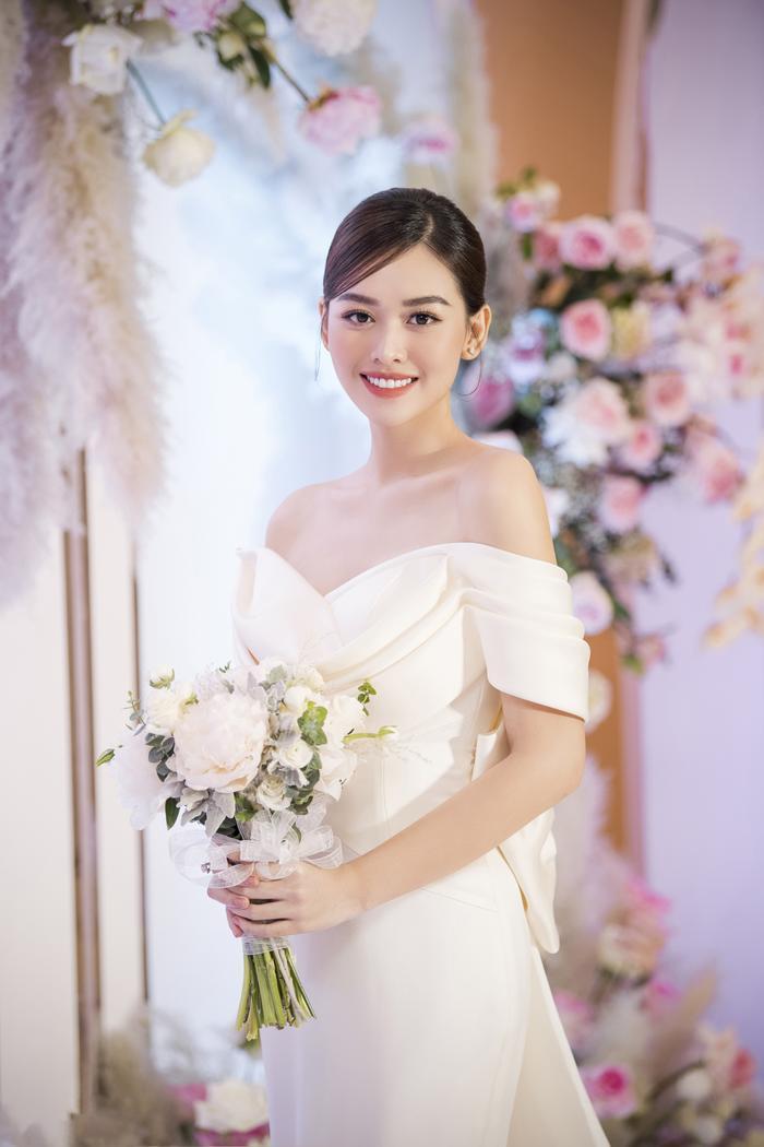 Á hậu Tường San thay 3 chiếc váy cưới tinh tế, fan chờ đám cưới của Phương Nga - Thúy An Ảnh 4