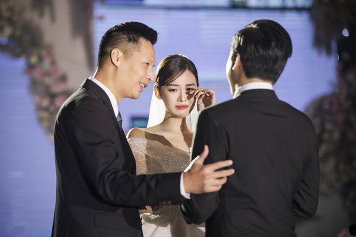 Á hậu Tường San thay 3 chiếc váy cưới tinh tế, fan chờ đám cưới của Phương Nga - Thúy An Ảnh 2