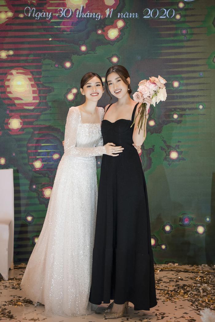 Á hậu Tường San thay 3 chiếc váy cưới tinh tế, fan chờ đám cưới của Phương Nga - Thúy An Ảnh 12