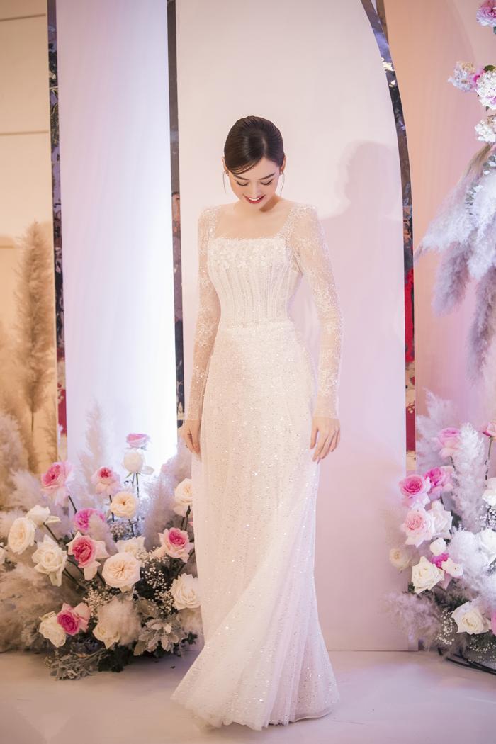 Tường San khiến fan ngất ngây trong ngày trọng đại với những chiếc váy cưới tuyệt đẹp Ảnh 8