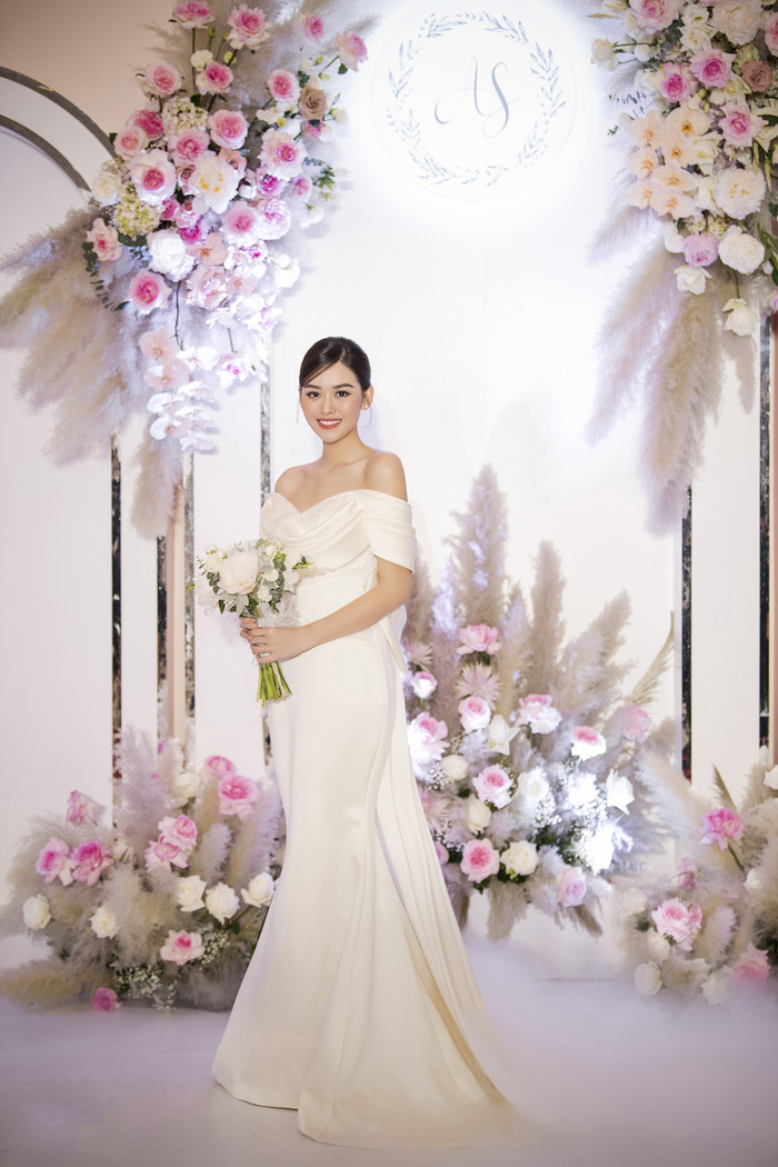 Tường San khiến fan ngất ngây trong ngày trọng đại với những chiếc váy cưới tuyệt đẹp Ảnh 11
