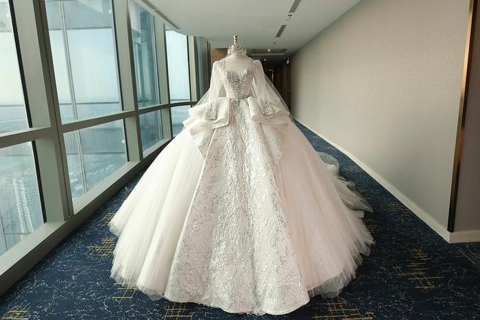 Tường San khiến fan ngất ngây trong ngày trọng đại với những chiếc váy cưới tuyệt đẹp Ảnh 3