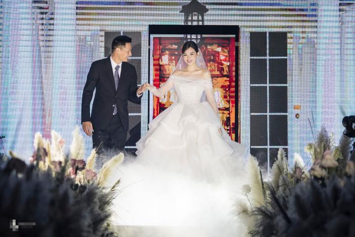 Hé lộ những khoảnh khắc ngọt ngào của Tường San bên cạnh chú rể trong lễ cưới Ảnh 1