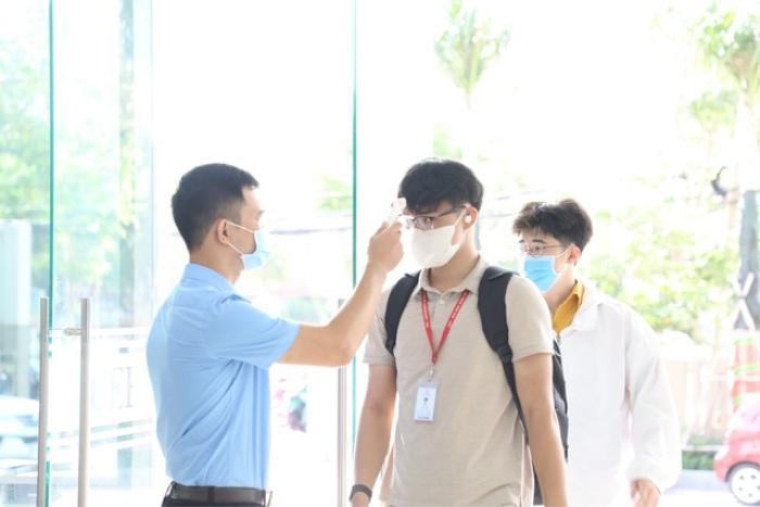 TP HCM: Nhiều sinh viên rơi vào diện F1, F2 do có tiếp xúc với 2 ca nhiễm COVID -19 là BN 1342 và BN 1347 Ảnh 1