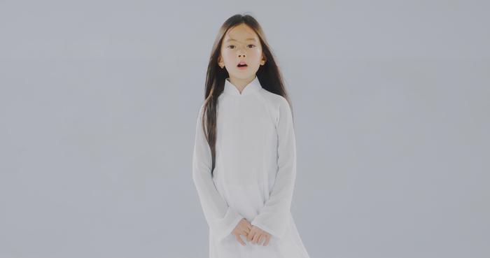 Đoan Trang và con gái song ca, tri ân 'những thiên thần áo trắng' ngày đêm chống dịch Ảnh 8