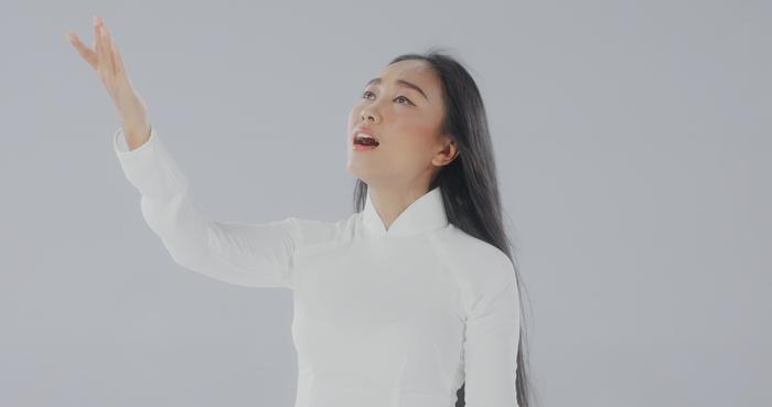 Đoan Trang và con gái song ca, tri ân 'những thiên thần áo trắng' ngày đêm chống dịch Ảnh 5