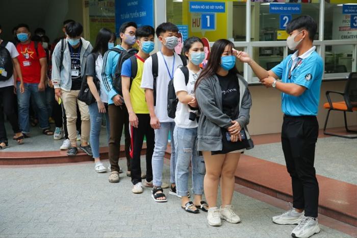 Cập nhật: Gần 100.000 sinh viên TP HCM nghỉ học tập trung có liên quan đến 2 bệnh nhân 1342 và 1347 nhiễm Ảnh 1
