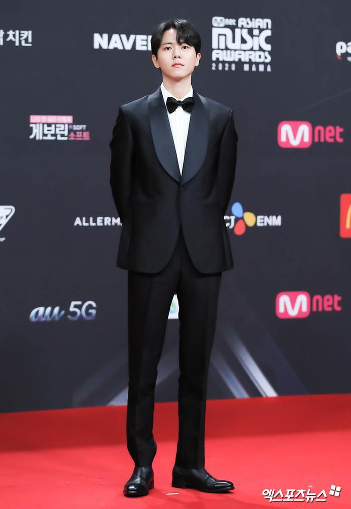 'MAMA 2020': Song Joong Ki rạng rỡ trên thảm đỏ cùng TWICE - GOT7, Jessi khoe vòng ba phản cảm Ảnh 11