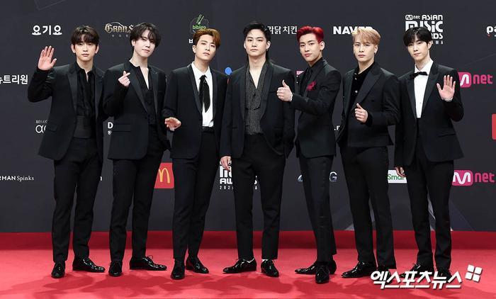 'MAMA 2020': Song Joong Ki rạng rỡ trên thảm đỏ cùng TWICE - GOT7, Jessi khoe vòng ba phản cảm Ảnh 13
