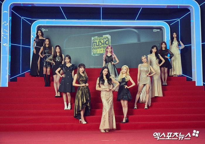 'MAMA 2020': Song Joong Ki rạng rỡ trên thảm đỏ cùng TWICE - GOT7, Jessi khoe vòng ba phản cảm Ảnh 15