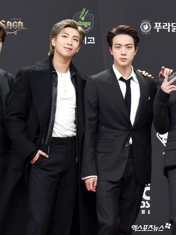 Thảm đỏ 'MAMA 2020': Song Joong Ki đọ sắc BTS - Got7, TWICE áp đảo dàn nữ, Jessi khoe vòng ba phản cảm Ảnh 16