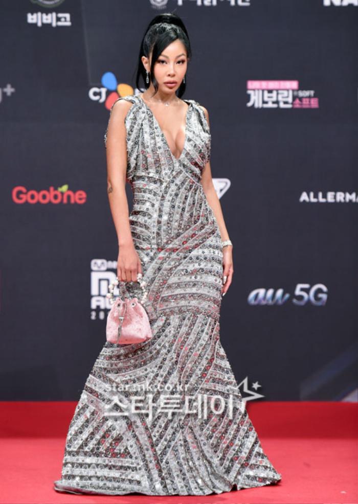 'MAMA 2020': Song Joong Ki rạng rỡ trên thảm đỏ cùng TWICE - GOT7, Jessi khoe vòng ba phản cảm Ảnh 34