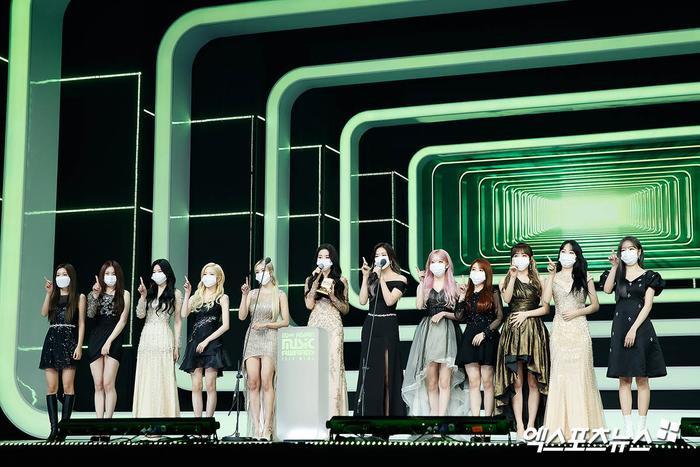 Tổng kết 'MAMA 2020': 3 sao Việt thắng giải lớn, BTS 'ẵm mỏi tay' 8 chiếc cúp! Ảnh 28