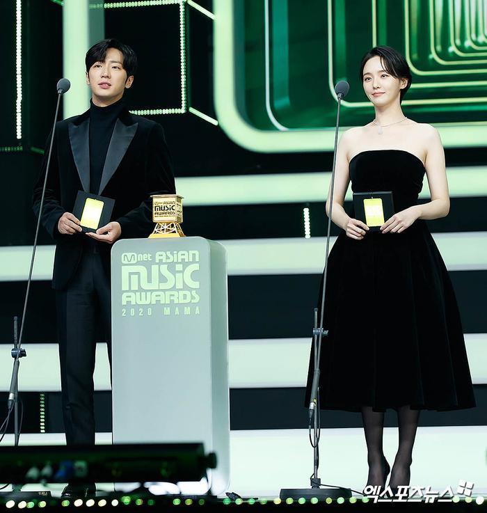 Tổng kết 'MAMA 2020': 3 sao Việt thắng giải lớn, BTS 'ẵm mỏi tay' 8 chiếc cúp! Ảnh 44