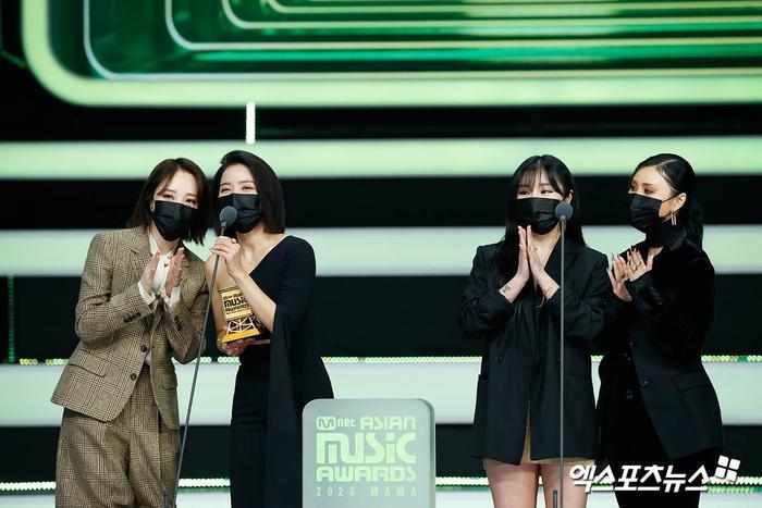Tổng kết 'MAMA 2020': 3 sao Việt thắng giải lớn, BTS 'ẵm mỏi tay' 8 chiếc cúp! Ảnh 16