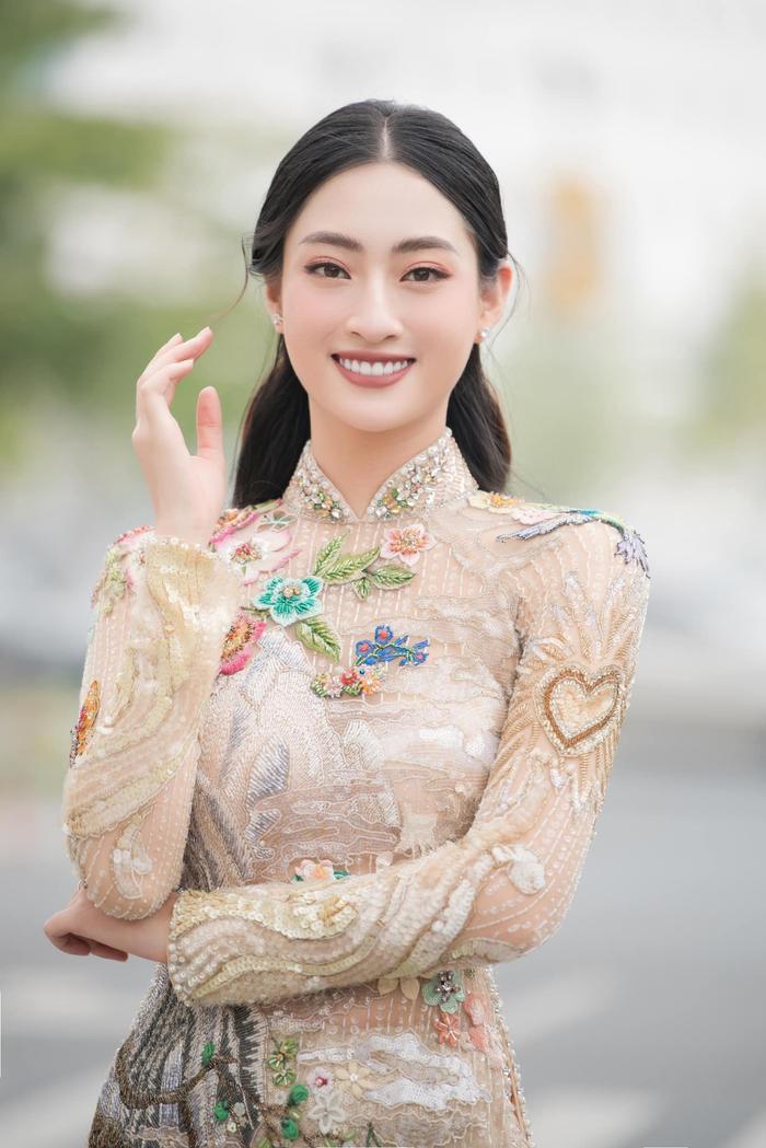 Lương thùy Linh, Tiểu Vy, H'Hen Niê cùng mặc áo dài cổ tích, fan ngây ngất vì ai cũng đẹp như thơ Ảnh 1