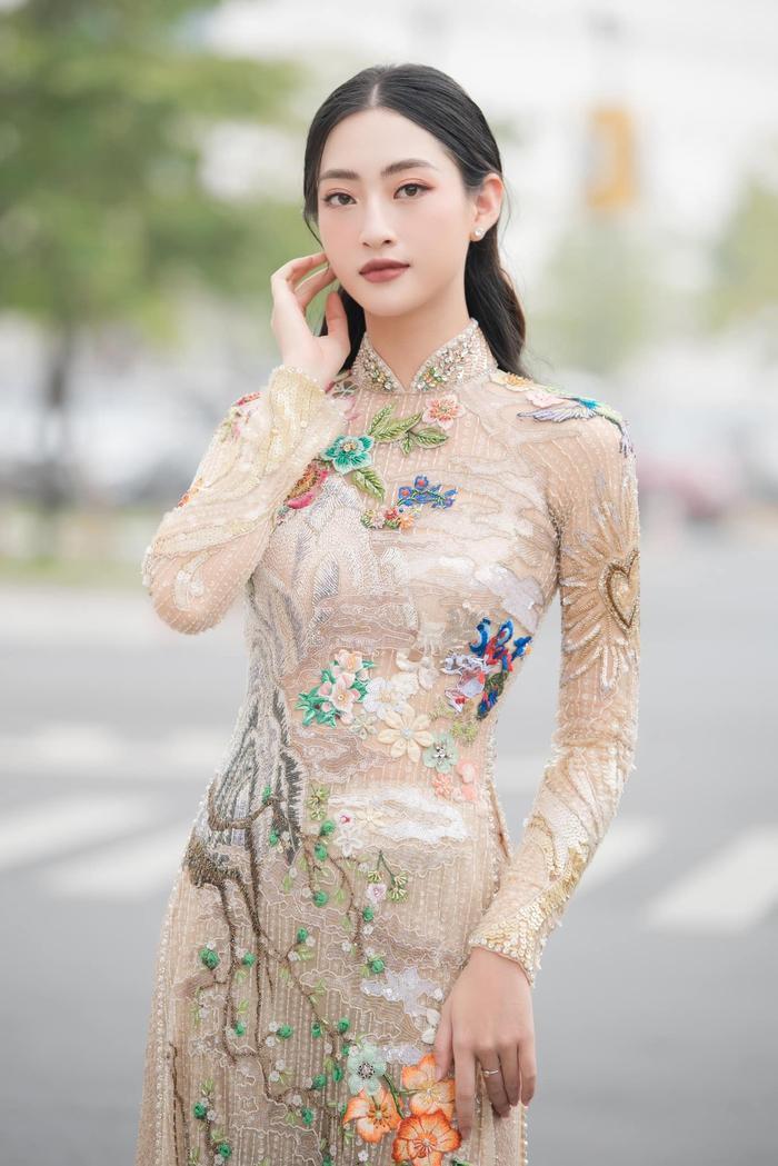 Lương thùy Linh, Tiểu Vy, H'Hen Niê cùng mặc áo dài cổ tích, fan ngây ngất vì ai cũng đẹp như thơ Ảnh 2