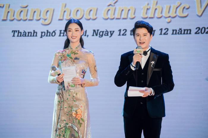Lương thùy Linh, Tiểu Vy, H'Hen Niê cùng mặc áo dài cổ tích, fan ngây ngất vì ai cũng đẹp như thơ Ảnh 3