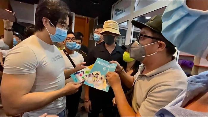 Gymer xúc phạm bà xã cố nghệ sĩ Chí Tài được tặng sách đạo đức và giáo dục công dân Ảnh 4