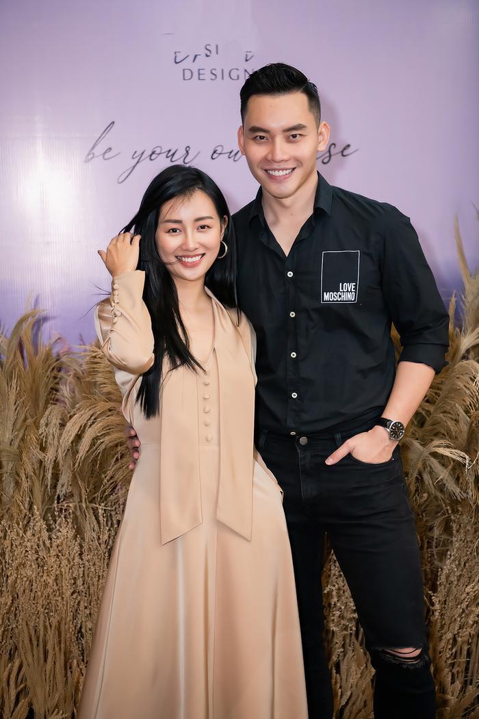 Siêu mẫu Trần Mạnh Khang, MC Phí Linh lên đồ thu đông sành điệu hội ngộ Quỳnh Chi Ảnh 7