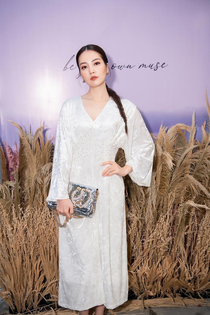 Siêu mẫu Trần Mạnh Khang, MC Phí Linh lên đồ thu đông sành điệu hội ngộ Quỳnh Chi Ảnh 11