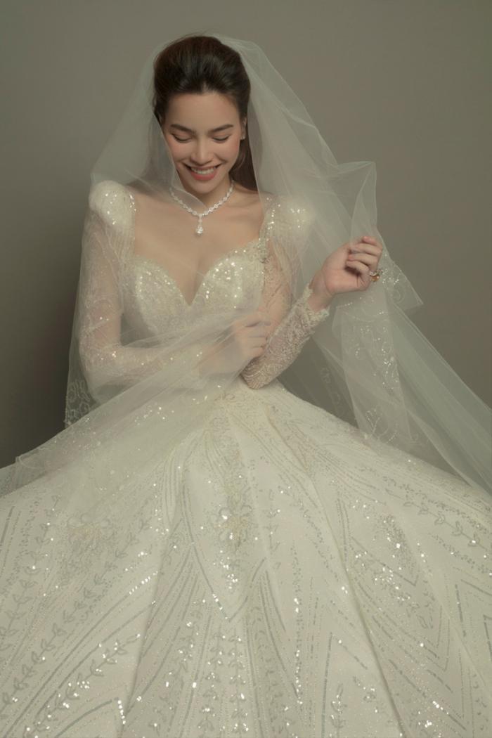 Váy cưới của Hồ Ngọc Hà tinh xảo từng đường nét, giá bán khiến ai cũng ngã ngửa Ảnh 2