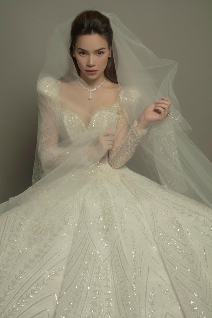 Váy cưới của Hồ Ngọc Hà tinh xảo từng đường nét, giá bán khiến ai cũng ngã ngửa Ảnh 1