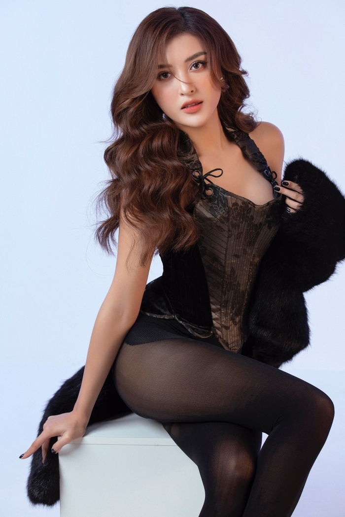 Á hậu Huyền My mặc áo corset khoe dáng nóng bỏng trong bộ ảnh mừng sinh nhật Ảnh 4