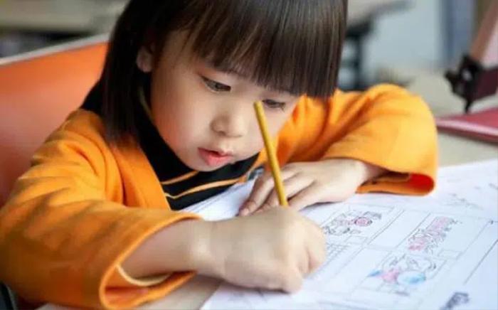 Con gái đem về 9 điểm kiểm tra, bà mẹ sửng sốt hơn khi đọc lại bài làm của con Ảnh 2
