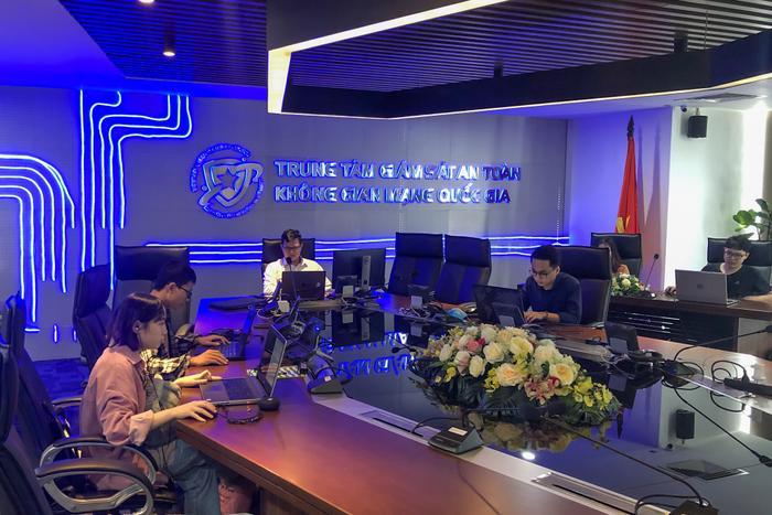 'Ngầu' như Trung tâm Giám sát An toàn không gian mạng Quốc gia, nơi HiếuPC đang làm việc Ảnh 8