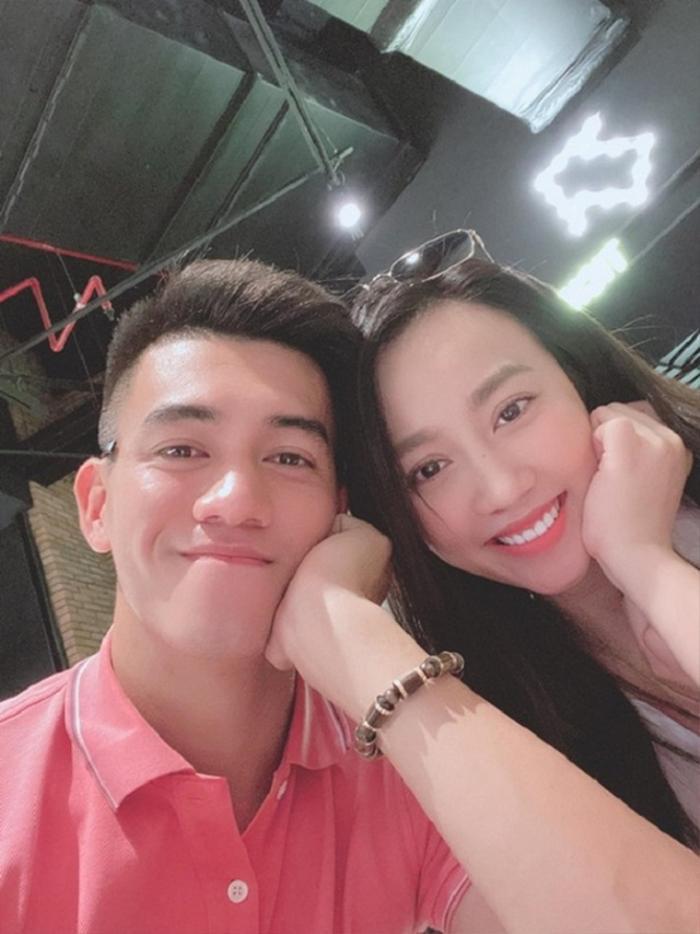 Sao bóng đá Việt và 'mối tình chị em' với nàng WAGs hơn tuổi Ảnh 5