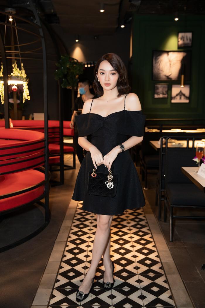 Jun Vũ đọ dáng 'bất phân thắng bại' cùng Kaity Nguyễn, lên tiếng về việc 'cạnh tranh ngầm' trong showbiz Ảnh 3