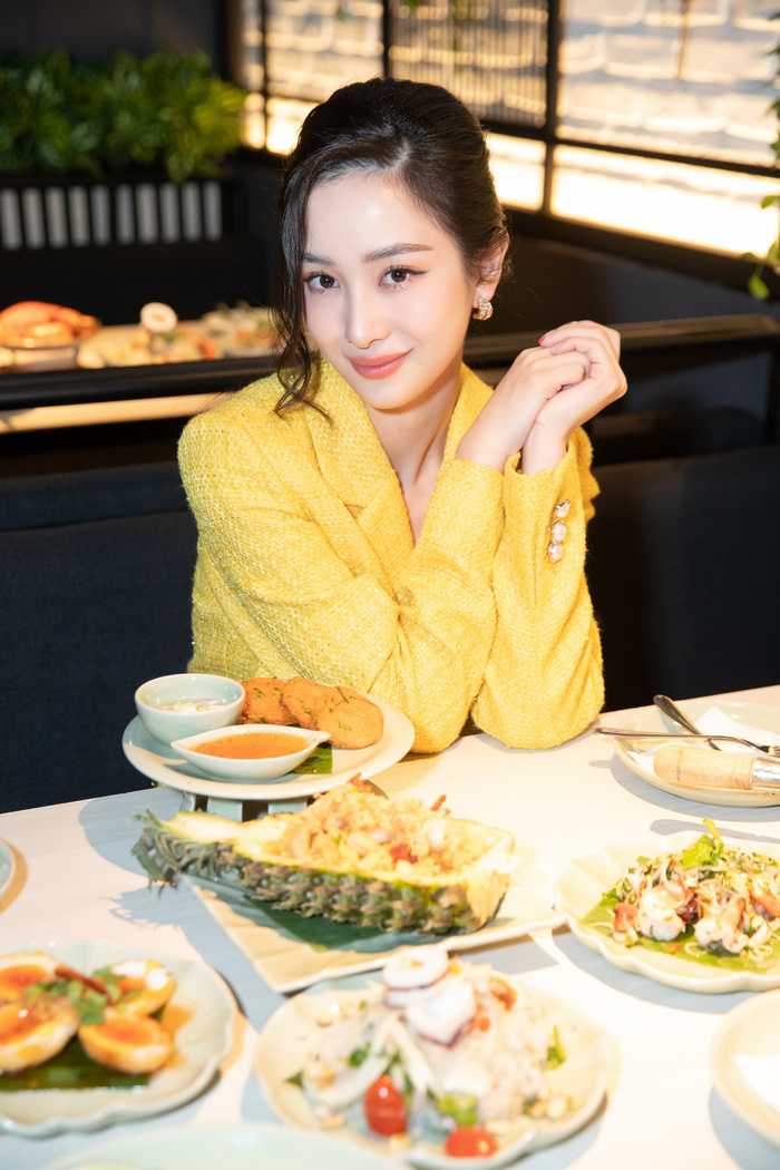 Jun Vũ đọ dáng 'bất phân thắng bại' cùng Kaity Nguyễn, lên tiếng về việc 'cạnh tranh ngầm' trong showbiz Ảnh 4