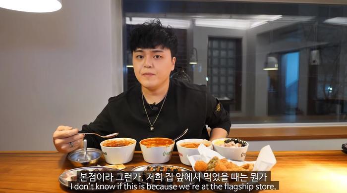Review món ăn sai sự thật, YouTuber nổi tiếng khiến quán ăn đóng cửa oan Ảnh 1