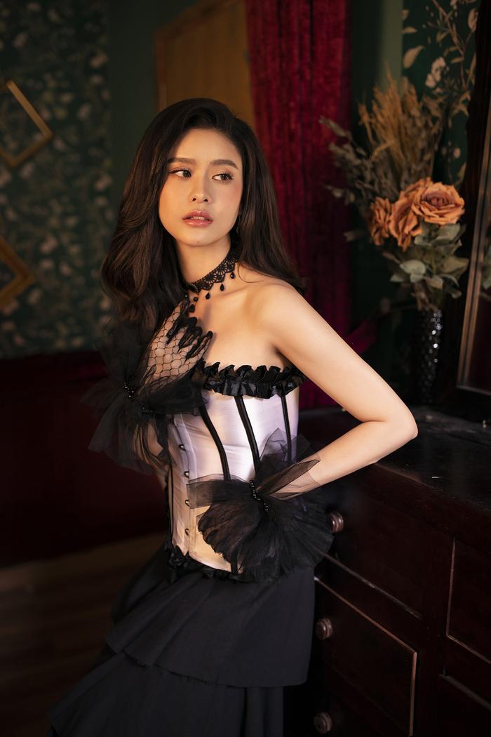 Trương Quỳnh Anh đẹp lạnh lùng băng giá, hoá nữ hoàng Tuyết ngày Giáng sinh Ảnh 7