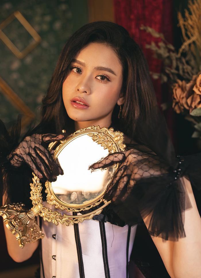 Trương Quỳnh Anh đẹp lạnh lùng băng giá, hoá nữ hoàng Tuyết ngày Giáng sinh Ảnh 8