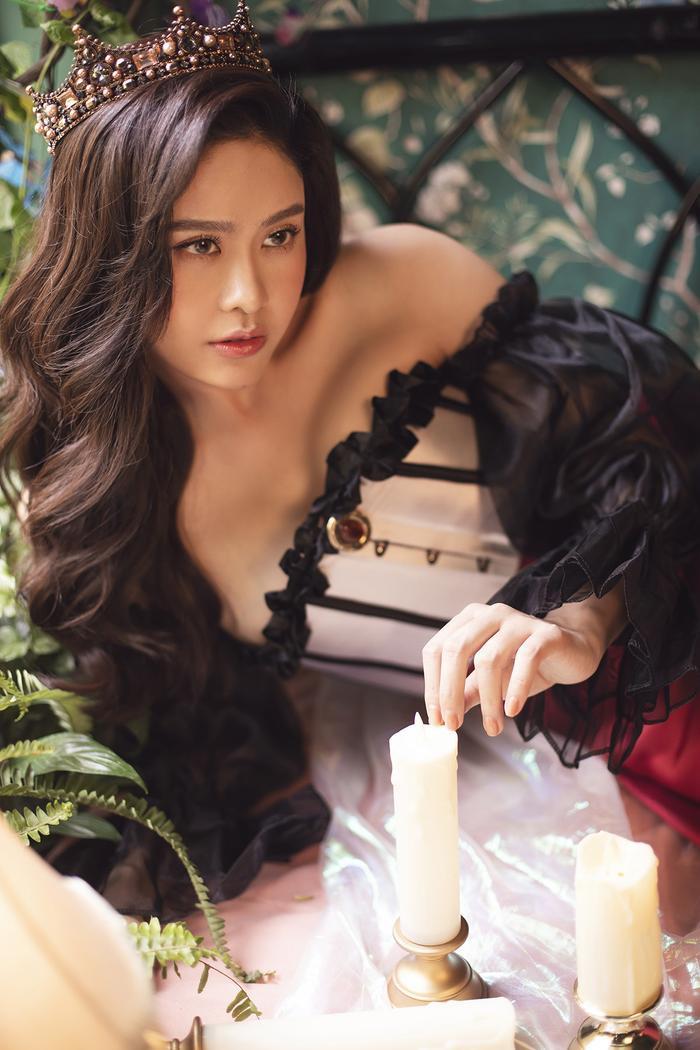 Trương Quỳnh Anh đẹp lạnh lùng băng giá, hoá nữ hoàng Tuyết ngày Giáng sinh Ảnh 10