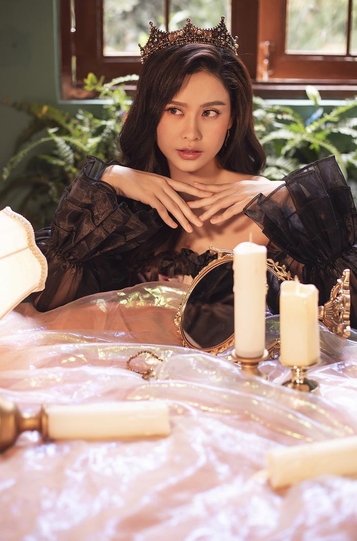 Trương Quỳnh Anh đẹp lạnh lùng băng giá, hoá nữ hoàng Tuyết ngày Giáng sinh Ảnh 9