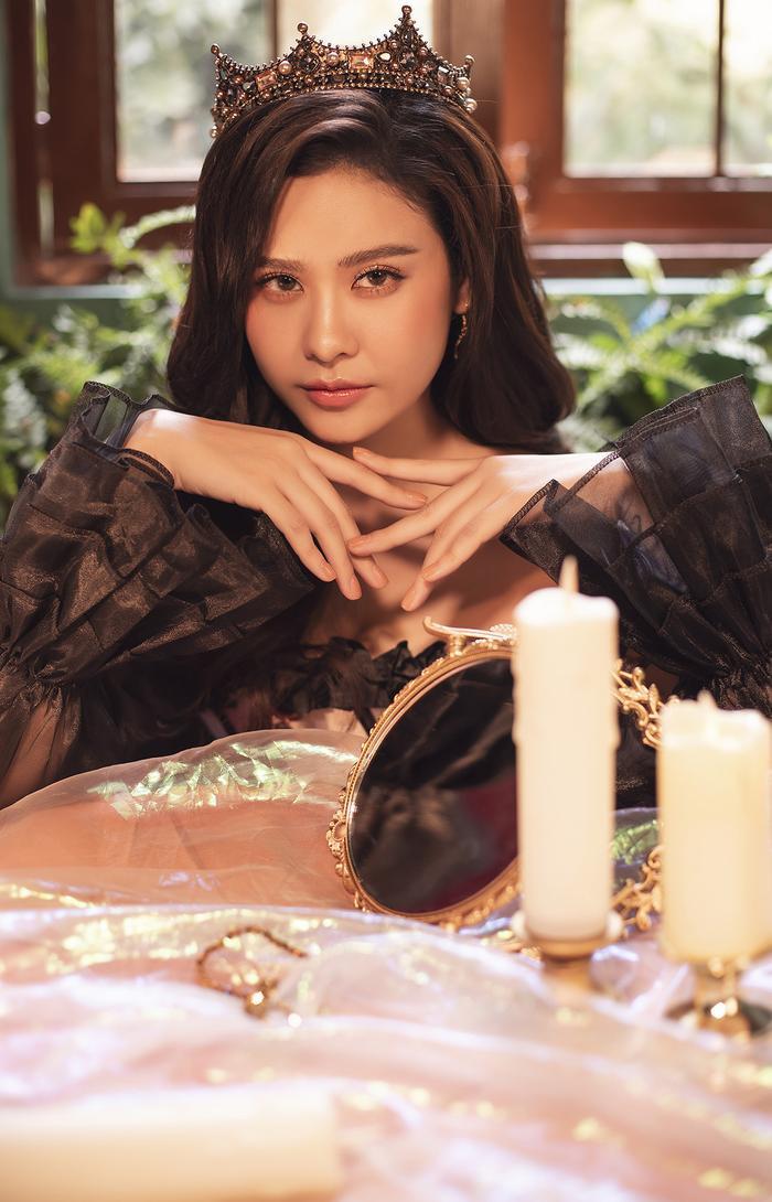 Trương Quỳnh Anh đẹp lạnh lùng băng giá, hoá nữ hoàng Tuyết ngày Giáng sinh Ảnh 15
