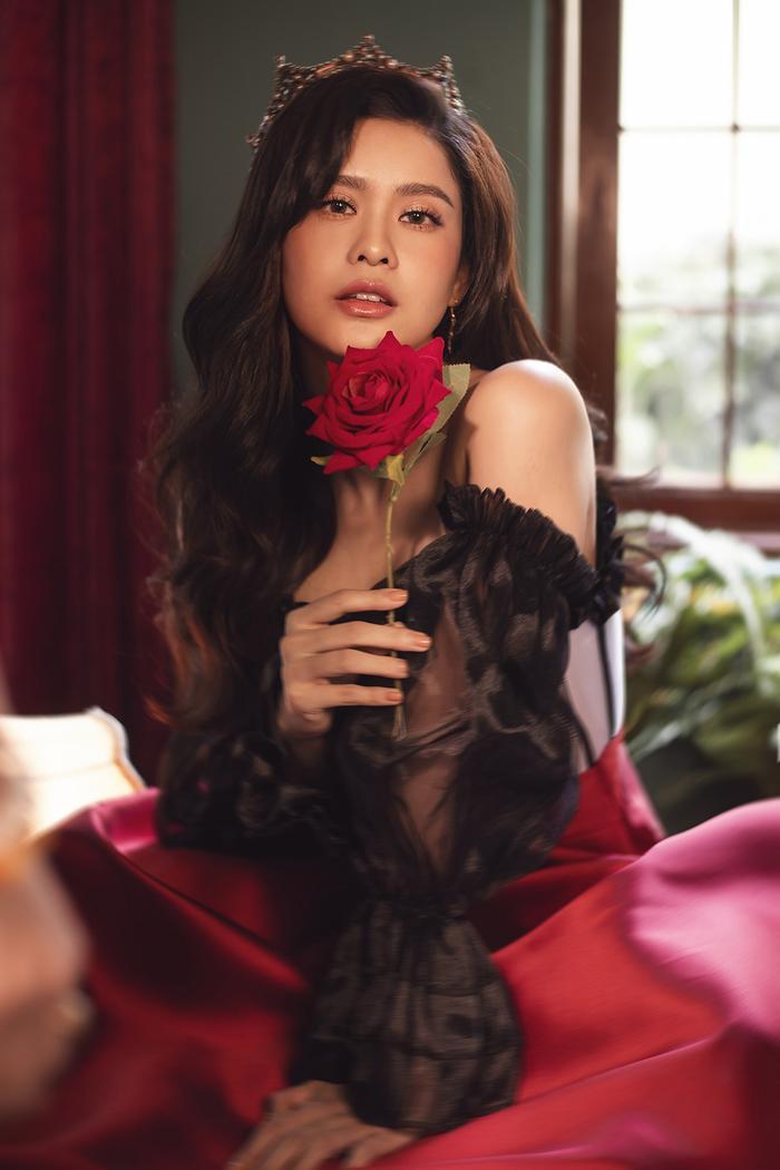 Trương Quỳnh Anh đẹp lạnh lùng băng giá, hoá nữ hoàng Tuyết ngày Giáng sinh Ảnh 13