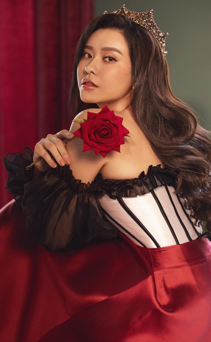 Trương Quỳnh Anh đẹp lạnh lùng băng giá, hoá nữ hoàng Tuyết ngày Giáng sinh Ảnh 16