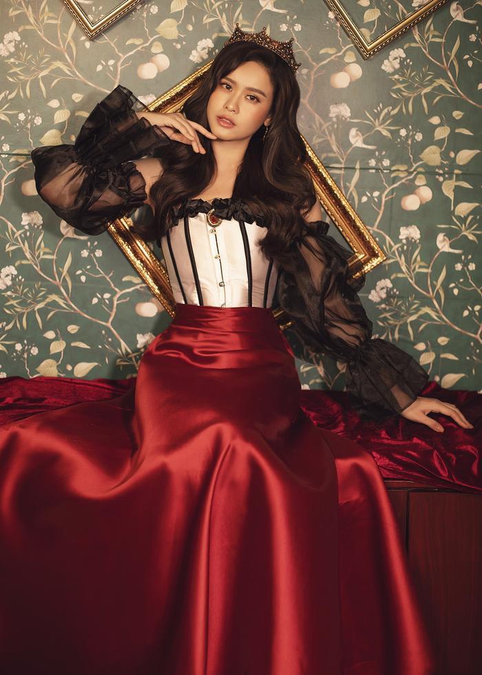 Trương Quỳnh Anh đẹp lạnh lùng băng giá, hoá nữ hoàng Tuyết ngày Giáng sinh Ảnh 17