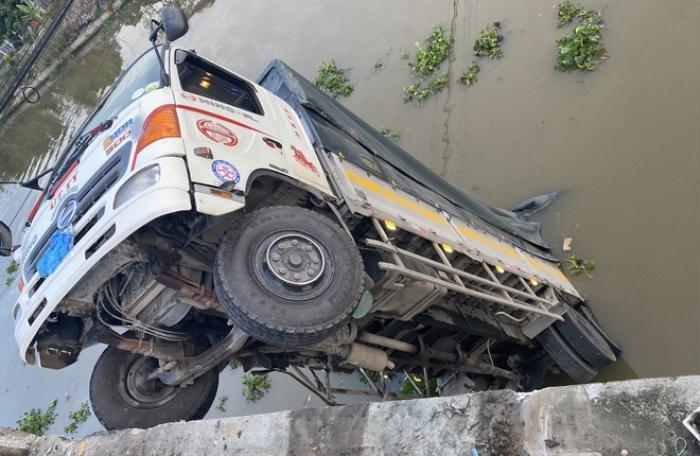 Khởi tố tài xế xe tải làm sập cầu ở Tiền Giang Ảnh 2
