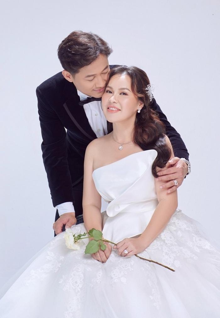 Loạt sao nam Việt lấy vợ hơn tuổi: Người là mối tình cô - trò, bà xã là doanh nhân giàu có Ảnh 2